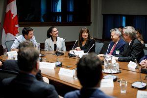 Prime Minister Trudeau and Minister Duncan meets with NSERC Award Recipients in West Block. May 6, 2019. /// Le premier ministre Trudeau et la ministre Duncan rencontrent des boursiers du CRSNG dans l'édifice de l'Ouest. 7 mai 2019.